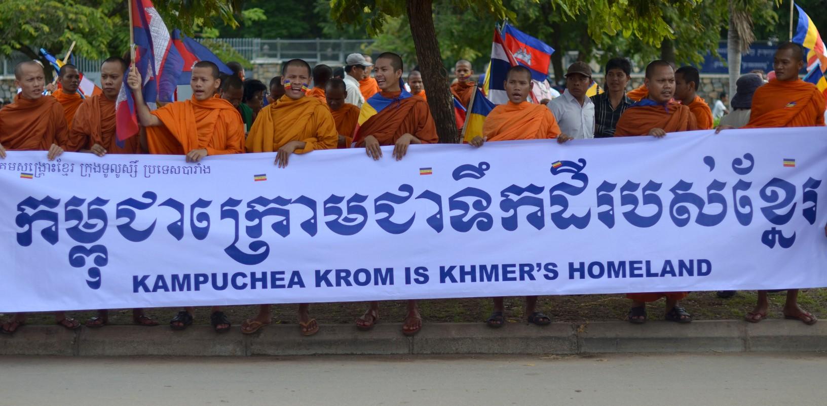 Ông Nguyễn Tấn Dũng đề nghị Campuchia ngăn chặn biểu tình bài VN