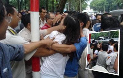 Người dân biểu tình phản đối Trung Quốc lấn chiếm lãnh hải cũng bị bắt bớ đánh đập bất kể phụ nữ