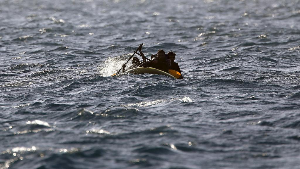 2015 đáng được gọi là năm khủng hoảng di dân. Ảnh: Một xuồng tỵ nạn đang cố cập bờ biển Hy Lạp ngày 30/05/2015.
