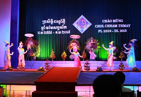 Sinh Viên đại học Cần Thơ tổ chức vui Tết cổ truyền Chol Chnam Thmay