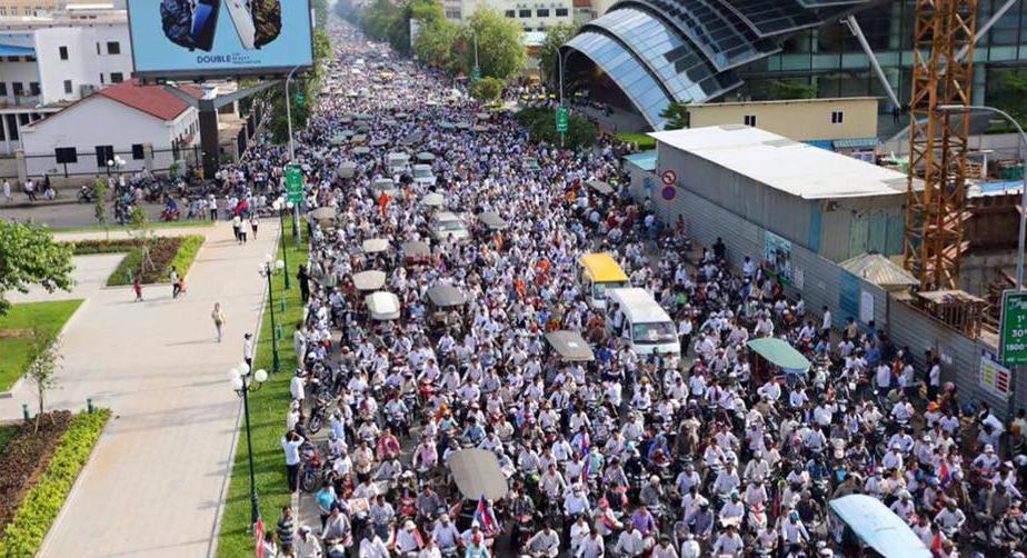 Hàng triệu người dự đám tang nhà hoạt động dân sự Kem Ley tại Kampuchea