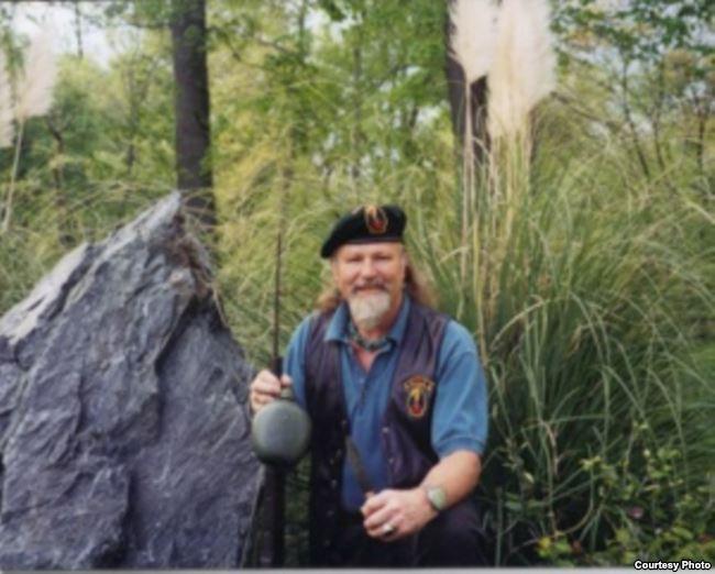 Cựu Đại úy Lục quân Steve Yedinak